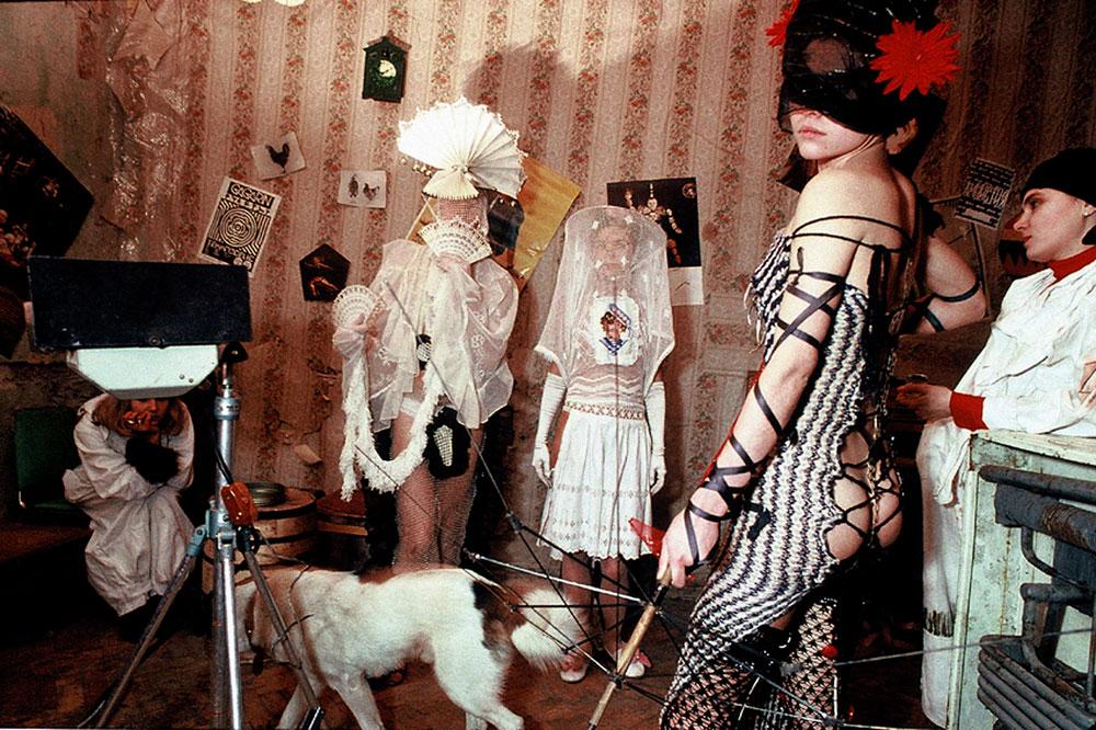 Mode « avant-garde », essayages – Moscou