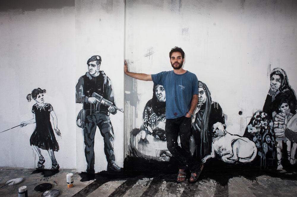 Peintre dans un squat