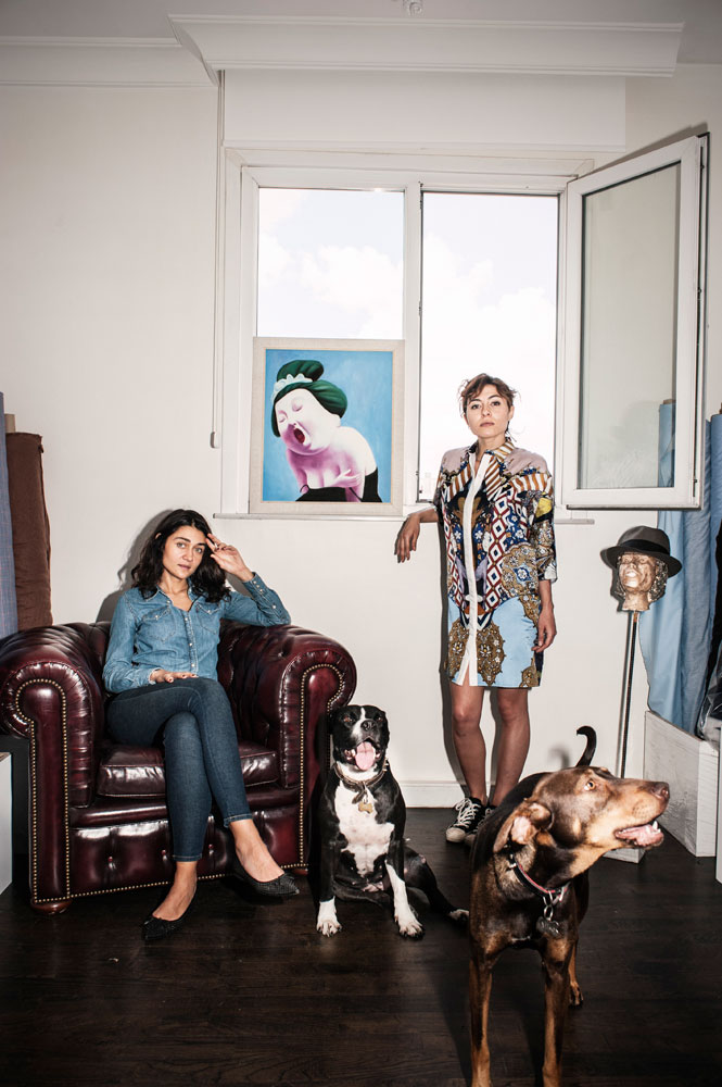 Chez une styliste de mode, avec vêtements s'inspirant de l'architecture d'Istanbul
