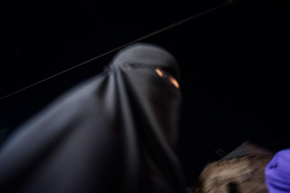 Femme religieuse en niqab